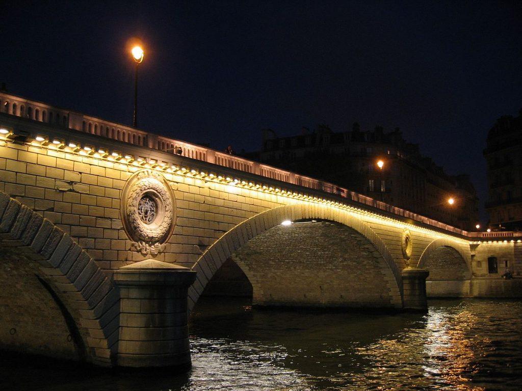 Pont Louis Philippe éclairé en énergie verte